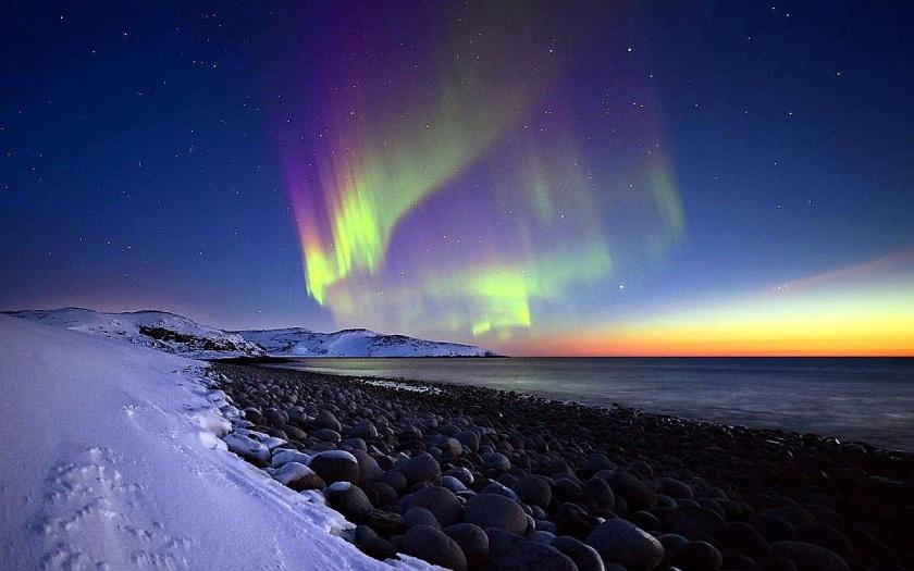 aurora-borealis-hunting.jpg