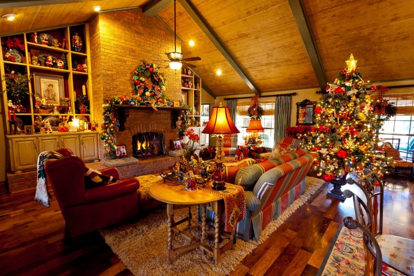 Beautiful-Warm-Country-French-Home-Living-Room-Christmas-Decoration-Idea-with-Cool-Lighting.jpg